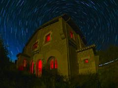 Estación pesadilla. (juanolas1966) Tags: circumpolar noche estrellas soria estación tren