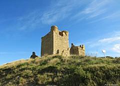 Una tarde en el castillo (kirru11) Tags: castillo quel lariojabaja campo monte cielo nubes españa kirru11 anaechebarria canonpowershot