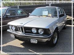 BMW 323i (E21), 1981 (v8dub) Tags: bmw 323 e 21 1981 schweiz suisse switzerland fribourg freiburg otm german pkw voiture car wagen worldcars auto automobile automotive youngtimer old oldtimer oldcar klassik classic collector