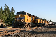Union Pacific MRVRO in Colfax, CA (CaliforniaRailfan101 Photography) Tags: up amtrak unionpacific priority ge freight bnsf reefer manifest emd californiazephyr burlingtonnorthernsantafe dash9 dpu es44dc gevo sd70m amtk c449w stacktrain sd70ace es44ac colfaxca c45accte p42dc trackagerights es44c4 tietrain sd59mx unitreefer zdlsk trainsincolfaxca