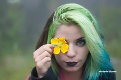 Nyu Deville (Vanderlei Gomes Fotografia :-]) Tags: brazil woman verde green girl sex brasil hair model mulher modelo teen demon garota paulo menina so baidu branca cabelo morena colorido demonio cabelos brunet rockeira