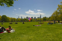 Balloons on the Great Lawn (Ed Yourdon) Tags: park newyork skyline balloons spring picnic centralpark manhattan greatlawn