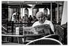 Le matin, le basque aime lire le journal (Gabi Monnier) Tags: portrait canon vacances © journal jour bilbao été espagne homme matin paysbasque volé extérieur canoneos600d gabimonnier elcorréo