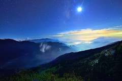 Moonlight night  @ (Vincent_Ting) Tags: sunset sky mountain night clouds sunrise star glow taiwan trails galaxy flare moonlight formosa   gettyimages crepuscularrays startrails milkyway  seaofclouds            mountainhehuan        mthehuan      vincentting