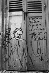 l'antre (·júbilo·haku·) Tags: blackandwhite bw paris france blancoynegro graffiti îledefrance bn fr ledefrance blankakajnigra paris18buttesmontmartre
