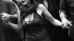 Mli Mlo  0864 (Lieven SOETE) Tags: life street city brussels people urban woman art female donna calle mujer strada arte singing belgium artistic kunst femme mulher ciudad menschen personas persone human stadt metropolis frau rue personnes carrer ville citta 2010  straat     weiblich    fminine artistik  femminile strase kadn    espacepublic
