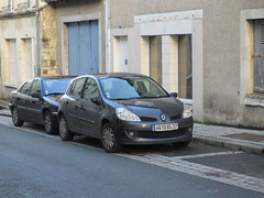 Renault Clio III de 2005 4610 XG 37 - 3 janvier 2014 (Rue de la Republique - L'Ile-Bouchard) (Padicha) Tags: auto new old bridge france water car electric truck river french coach ancient automobile eau indre january police voiture rest former 37 nouveau et loire franais nouvelle vieux vieille ancienne ancien fleuve nationale vehicule lectrique gendarmerie indreetloire franaise pave nouveaut vhicule utilitaire restes letramdetours padicha