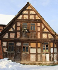 Decaying. Abandoned. - The Quilt House. (:Linda:) Tags: snow abandoned germany village birdhouse thuringia decaying veilsdorf vogelhuschen nativestone