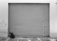 #2410 - Centro, sp (vintequatro10) Tags: streetphotography streetphotographer street streetphoto rua fotografiaderua fotografiadocumental moradorderua underground urbex urban urbano urbanview cityscape city cidade cidadedagaroa composition composição wesanderson pentaxkm pentax pentaxk1000 50mmf14 35mmfilm filme film filmisnotdead ilford ilfordhp5400 hp5 pb bw pretoebranco blackandwhite monocromático