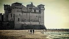 una domenica sulla spiaggia di SANTA SEVERA (Roma) (Bruna Di Pietrantonio) Tags: mare spiaggia santasevera roma inverno allaperto maredinverno