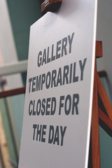 Temporarily Closed.  Saatchi Gallery. London, SW3 (MJ Reilly) Tags: london chelsea sw3 saatchi saatchigallery nikon d90 sign temporarilyclosed closed exhibition museum gallery art easel