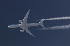 KLM Boeing 787-9 PH-BHH, 6-Apr-2017 (Sergey Kustov) Tags: airplane airliner jet aviation cruise flight high altitude contrail level telescope extremespotting boeing 7879 dreamliner phbhh kl892 klm royal dutch airlines sky aircraft