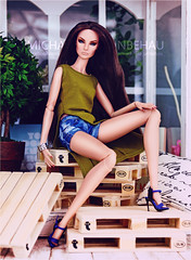 Giselle (Michaela Unbehau Photography) Tags: integrity toys giselle diefendorf jeansshorts ateliernishasha fashion royalty fr fr2 nuface heels clear lan diorama dollhouse europaletten michaela unbehau fashiondoll doll dolls toy photography mannequin model mode puppe fotografie old is new ooak