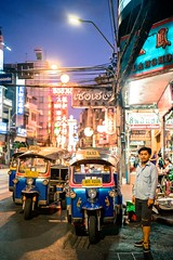 Need a ride? (mripp) Tags: art kunst nacht night street strase urban city stadt mobility mobile asia asien thailand bangkok colourful colours portrait menschen people leica m10 sum micron 50mm tuktuk taxi verkehr