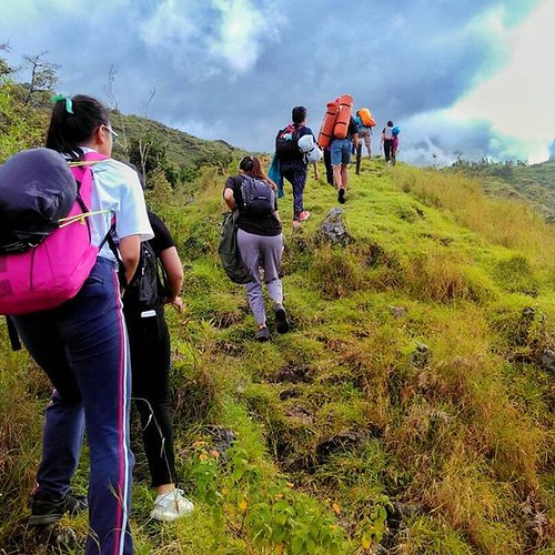 Take your school or work holiday to explore the hills of Lombok island, lined on the foot of Mt.Rinjani, Sembalun Village.  #hiking #heylombok #lombokisland #backpacking #traveling #tours #bestvacations #indonesia