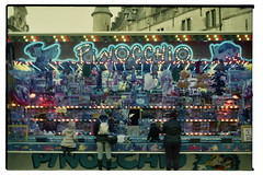 17A_0525 (Ami Van Caelenberg) Tags: analog analogue film vintage vintagecamera konica tcx autoreflex slr aalst belgium kermis foor carnaval grotemarkt funfair amusementpark carnival oilsjt people neon architecture buildings lights toys purple blue juxtaposition hexanon kids children