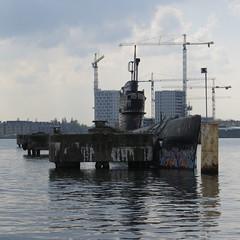 Duikboot te koop (~Ingeborg~) Tags: meinge amsterdam ndsm onderzeeër submarine tekoop forsale graffiti aphotowalkwithfrank cranes hijskranen amsterdamnoord boat boot