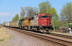 Spring In The Making (BravoDelta1999) Tags: sooline soo railroad canadianpacific cp rail unionpacific up railway chicagoandnorthwestern cnw milwaukeesubdivision desplaines illinois emd sd60 6027 470 manifest train