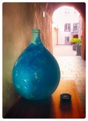 Blue Amphora (macplatti) Tags: blue amphora alley windows fenetres fenster blau frame mediterranian feldkirch