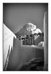 Orthodox Metropolitan Cathedral (kurtwolf303) Tags: greece griechenland hellas santorin santorini thira fira orthodoxmetropolitancathedral monochrome sw bw building gebäude kuppel kykladen cyclades island insel europe olympus em5 omd microfourthirds micro43 systemcamera mirrorlesscamera spiegellos kathedrale kirche cathedral unlimitedphotos 250v10f topf25 topf50 lightandshadows lichtschatten topf75 500v20f kurtwolf303 cupola mft topf100 dome sakral digitalphotography 750views 800views europa 1000v40f 1500v60f topf150 2000views