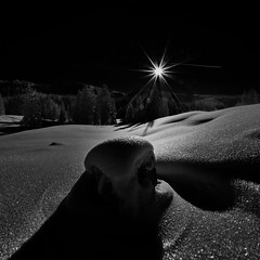 No Shadow without Light - Alpine Panorama (W_von_S) Tags: panorama winter winterlandschaft winterpanorama alpinewinterpanorama sunset sonnenuntergang bayern bavaria landscape landschaft paysage paesaggio snow schnee schneelandschaft schwarzweis blackwhite monochrome mountains alpen alps snowshoehike schneeschuhwanderung lowkey contrast bw sony sun sonne sonnenstern sunburst reflections reflexionen licht light gegenlicht backlight outdoor 2017 reitimwinkel wow einfarbig