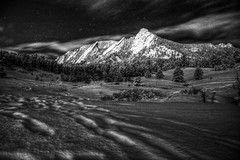 Flatiron, the Mountain (Yuya Sekiguchi) Tags: winter blackandwhite usa cloud mountain snow nature monochrome night photoshop star march mar raw unitedstates covered 自然 山 冬 flatiron hdr clearsky 2010 earlyspring bouldercity 三月 coloradostate 景色 早春 3月 夜 森 モノクロ 白黒 d90 photomatix 晴れ hdr 真夜中 アメリカ合衆国 コロラド州 2010年 ボルダー市