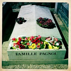 Famille pagnol. (azurblue) Tags: france square marseille paca provence tombe iphone treille pagnol hipstamatic