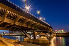 Baakenhafenbrücke (Duke.Box) Tags: hamburg hafencity blauestunde nikond700 nikon2470mmf28 oliverutesch hamburgerfotofreaks baakenhafenbrücke blendensterne