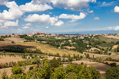 Orciano di Pesaro (Ulrich van Stipriaan) Tags: september marken 2013 mondavio orcianodipesaro {vision}:{outdoor}=0989 {vision}:{ocean}=0621 {vision}:{clouds}=0966 {vision}:{sky}=0964 {vision}:{mountain}=0817
