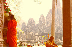 monks at Bayon