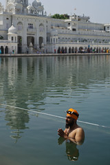 Sikh man praying in holly bath in Golden Temple, Amritsar, North India (Alex_Saurel) Tags: travel portrait people india man male silhouette architecture asian temple pond asia day adult outdoor traditional faith prayer religion praying scenic knife portraiture asie meditation sikhs spirituality turban tradition fullframe ethnic domes sikhism 50mmf14 inde bassin edifice portray barrat hindustan vetement estetic ethnique ethnie 35mmprint culumn spiritualite pleinformat indoustan