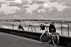 Standby... (ZAP.M) Tags: monocromo bn playa cielo nubes retrato paisaje naturaleza labarrosa chiclana cádiz andalucía españa nikon nikond5300 zapm mpazdelcerro flickr