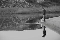 Instant de Paix (Catherine Reboul) Tags: noiretblanc nature enfance insouciance eau
