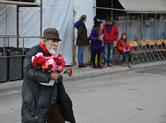 Flower seller (gmathio1) Tags: flower flowerseller ανθοπώλησ λουλούδια street streetphoto