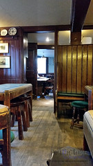 Champ (innpictime ζ♠♠ρﭐḉ†ﭐᶬ₹ Ȝ͏۞°ʖ) Tags: cambridge pub green kingstreet interior decor table championofthethames classic 522073510124412 barroom snug publicbar furnishing fixturesfittings ff stools bareboards china panelling unchanged timeless browns polish varnished paperedceiling