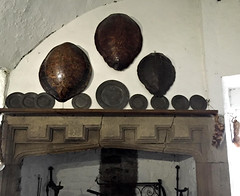 fireplace with turtle shells and pewter plates (Églantine) Tags: bunrattycastle ireland irlande fireplace foyer pewter pewterplates turtleshells castle château coclare amazing dishes covers garbagechute earlskitchen