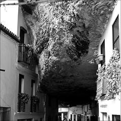 La roca (John LaMotte) Tags: blancoynegro blackwhite bw pretoebranco infinitexposure cádiz monocromo