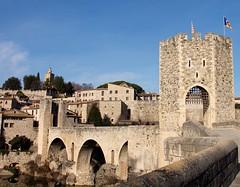 Entrada a la ciudad (Angeles2021) Tags: españa catalunya pueblo medieval canon arquitectura romano besalú