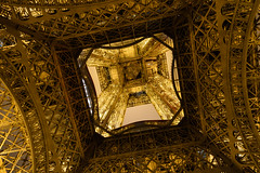 Under Steel (Torsten Reimer) Tags: nacht france frankreich paris europa tower eiffeltower longexposure sky night eiffelturm europe langzeitbelichtung metal îledefrance fr