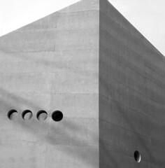 cube (Rosmarie Voegtli) Tags: architecture architektur minimal art kunst blackandwhite odc ourdailychallenge cube cubus holes loch fenster windows fenêtres finestre