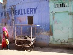 Follow me to the Art Gallery (Alex L'aventurier,) Tags: jodhpur india inde bluecity villebleue decay street rue rajasthan woman mother femme mère enfant kid son candid urban urbain sari colors couleurs artgallery wall mur