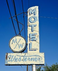 Motel Westerner (Rob Sneed) Tags: usa colorado salida sign vintage neon abandoned americana advertising rust