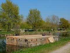 Pontons flottants sur le canal de la Somme (xavnco2) Tags: corbie somme picardie france canal river fiume travaux works ponton flottant floating stage chemin halage towpath