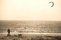 Tarifa life (ramosblancor) Tags: humanos humans deporte sport kitesurf viento wind levante playa beach tarifa cádiz andalucía españa spain mar sea