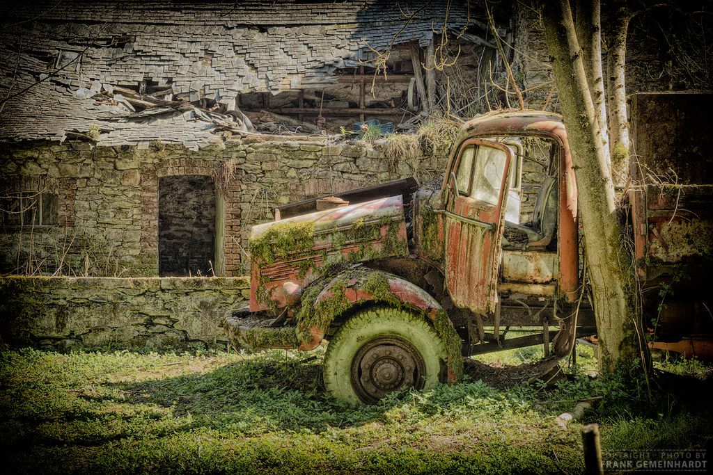 The world 39 s best photos of lostplace and vw flickr hive mind for Garage volkswagen belgique