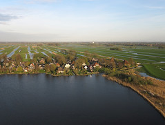 Noordeinde (2) (de kist) Tags: kap nederland thenetherlands eilandspolder noordeinde graft derijp tmeertje luchtfotografie aerialphotography