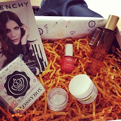 My #MayGlossybox was waiting for me when I got home from work! #Givenchy #Premae #HarmonyBalm #BeautifulMovementsCosmetics #Caudalie #DivineOil #NailsInc #Portobello #Beauty #Glossybox  Glossy Box tests et avis sur la box (passionthe) Tags: test paris les french la commerce box femme glossy beaut gift instant sa bonne discovery plaisir hommes femmes avis cadeau coffret choisir toutes glossybox cosmetique echantillons