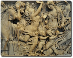 Detail of the Medea Sarcophagus in the Altes Museum in Berlin – (oar_square) Tags: detail berlin art germany roman classical medea sculpturalrelief aniceint sarcophagusaltes