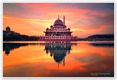 Putra Mosque, Putrajaya (Vin PSK) Tags: sunrise landscape dawn mosque malaysia putrajaya putra