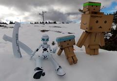 Moment in family in the snow!  (Damien Saint-) Tags: toy japanese amazon von vinyl pepsi fireball yotsuba flgel danbo drossel calbee amazoncojp revoltech danboard figma